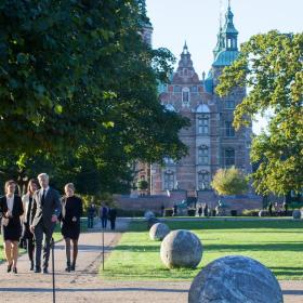 Meetings delegates walking in front of Rosenborg Castle